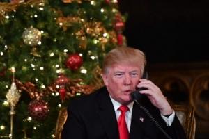 """[포토] 트럼프 美 대통령 """"산타의 위치를 알려드립니다"""""""
