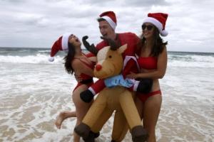[포토] '뜨거워도 좋아' 해변에서 즐기는 크리스마스