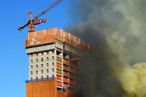 수원 광교 오피스텔 공사현장 화재…1명 사망, 14명 부상(종합)