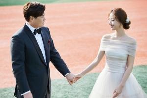 """다저스, 구단 SNS에 류현진 배지현 웨딩화보 """"사랑과 야구"""""""