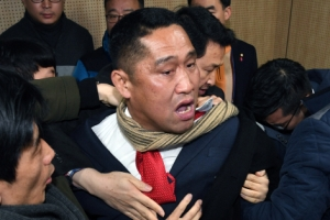 """국민의당 당원 74.6%, 바른정당 통합 찬성…반대파 """"기준미달, 안철수 퇴진"""" 반발"""
