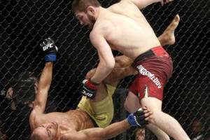 [UFC 219] 하빕, 바르보자 꺾고 '25연승' 이어가