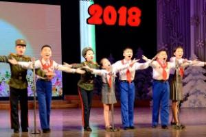[포토] '행복을 노래하는' 북한 학생들 설맞이 공연