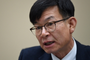 """[단독] 김상조 """"재벌개혁, 하반기 순환출자·금산분리 입법"""""""