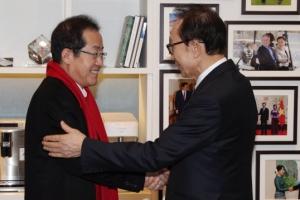 [서울포토] 홍준표 대표, 이명박 전 대통령 예방