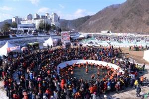 """미 방송이 본 산천어축제…""""핵위기에도 접경지역에 수만명 모여"""""""