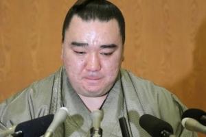 """""""맥주병이 아니라 리모콘"""" 스모 요코즈나에 470만원 벌금형"""