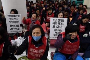 """文 """"소득불평등 해소""""…최저임금 무력화 꼼수에 당근·채찍"""