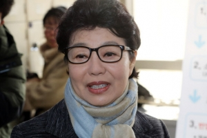 '사기 혐의 1심 무죄' 박근령 2심 첫 재판…검찰 유죄 주장
