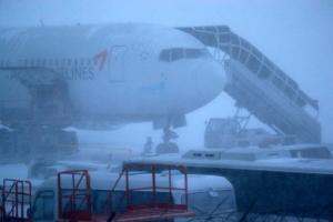 제주공항 폭설로 한때 폐쇄…정상화 늦어 5천여 승객 불편