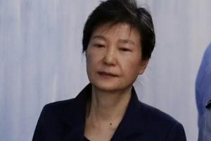 """법원 """"박근혜 재산동결 아니다...전산 입력 오류"""""""