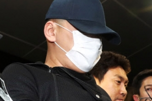 용인 일가족 살해범 김성관 구속…마스크·모자없이 얼굴 공개