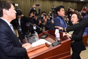 고성·몸싸움 끝에…국민의당 '새달 4일 전대' 통합 결론낸다