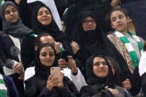 사우디 여자도 축구 관전할 수 있게 됐지만 아직도 먼 평등