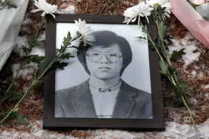 """""""나도 헌화할래"""" 박종철 열사 31주기 추모열기 후끈…영화 '1987'의 힘"""