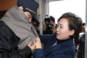 """김현미 국토장관 """"최저임금 인상…경비원-입주민 상생해야"""""""