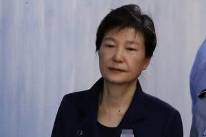 """박근혜 """"국정원 특활비, 사적으로 안 썼다"""" 자필 입장문"""