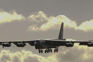 미국 전략무기인 B2에 이어  B52도 괌 순환배치