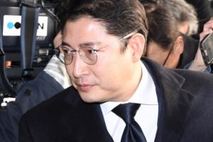 [서울포토] 조현준 효성 회장, 취재진 지나쳐 검찰청사로