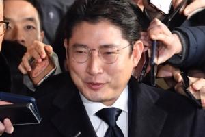 [서울포토] 취재진 질문에 답하는 조현준 효성그룹 회장
