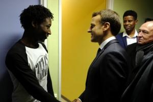 """마크롱 """"영국 밀입국 시도 난민, 프랑스서 즉시 추방"""""""