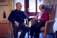 좋아하는 음악 들은 중증 치매 환자들 반응