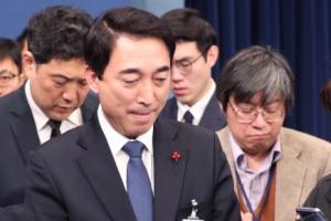 박수현 전 청와대 대변인이 조국 민정수석 부둥켜안고 울었던 사연