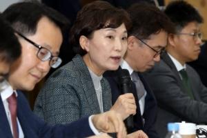 """김현미 """"집값 안정될 것…과열 심화땐 더 정교한 추가대책"""""""