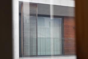 [서울포토] '블라인드로 가려진' 이명박 전 대통령 자택의 창