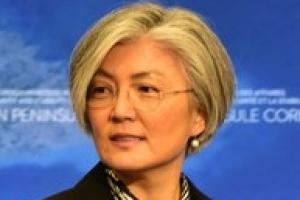 """강경화 """"남북 고위급 회담은 기회...냉철한 시각으로 이어갈것"""""""