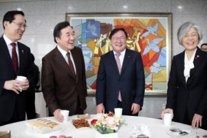 """""""평창 이후 북·미 대화로 北 비핵화""""…복무기간 18개월로 단축"""