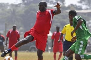 조지 웨아, 대통령 취임식 이틀 앞두고 라이베리아 육군 팀과 축구 경기