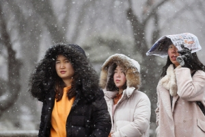 오후 전국 곳곳 눈…밤사이 눈 그치면 한파·미세먼지는 호전
