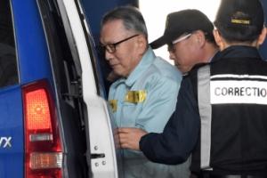 [서울포토] 항소심서 징역4년 선고받고 호송차에 올라타는 김기춘