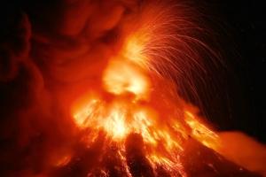 필리핀 마욘화산 대폭발 임박…시뻘건 용암 분출