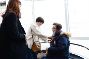 서울 동대문구청 엘리베이터 6곳에 '배려' 의자 설치