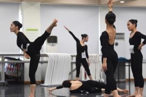 꿈 향한 몸짓…실기고사 연습 중인 수험생들