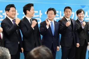 [서울포토] 파이팅 외치는 바른정당 지도부와 유승민 대표
