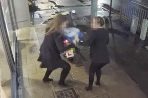 '피자를 들고 튀어라' 술취한 여성들의 황당 행동