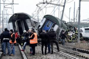 이탈리아서 출근길 기차 탈선… 최소 3명 사망·100여명 부상