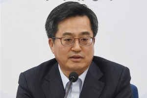 """김동연 """"강남 재건축 연한 연장 아직은 결정된 것 없다"""""""