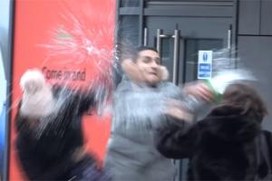 '염산 테러' 연상케 하는 실험 진행한 유튜버 논란