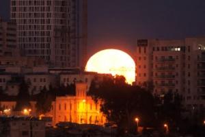 [포토] 예루살렘, 해처럼 밝게 떠오르는 '슈퍼문'