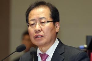 """한국당 """"홍대표 성희롱 보도 MBN, 당사 출입금지"""" 민주당 """"언론 길들이기"""" 비판"""