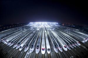 中 춘절 대이동 시작… 대기하는 고속열차들