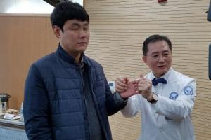 """국내 첫 팔 이식 1년… """"손에 땀이 나요"""""""