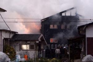 日자위대 헬기 1대 주택가에 추락… 최소 1명 사망