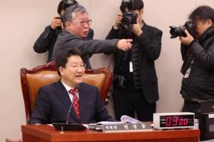 """""""수사 외압 권성동 사퇴하라"""" 與 보이콧에 법사위 파행"""