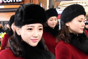 화장실까지 따라 간 취재 카메라…북한 응원단은 인권도 없나요?