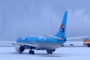 제주 또 폭설 공항 활주로 폐쇄 32편 결항·회항…'출근 대란'